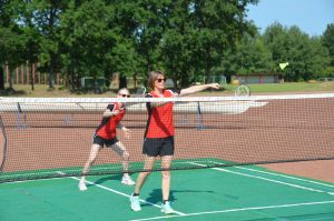 Spiel auf dem Badmintonfeld