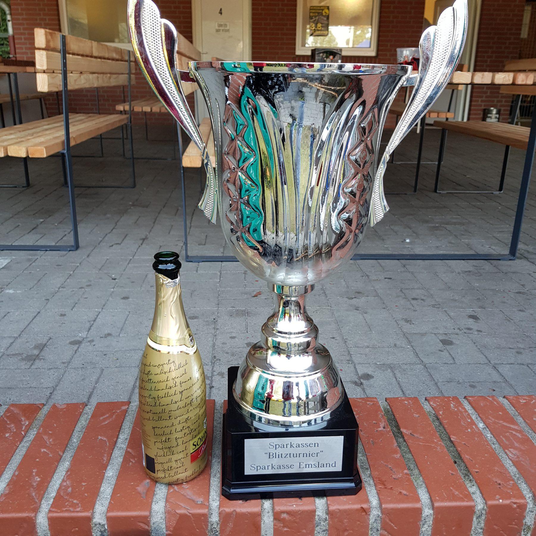 Erste Mannschaft Sieger beim ersten Sparkassen-Blitzturnier in Listrup